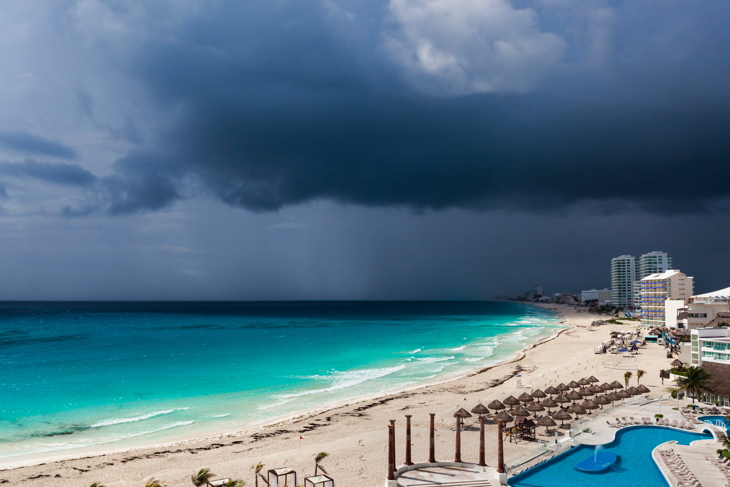 onweer boven Cancun